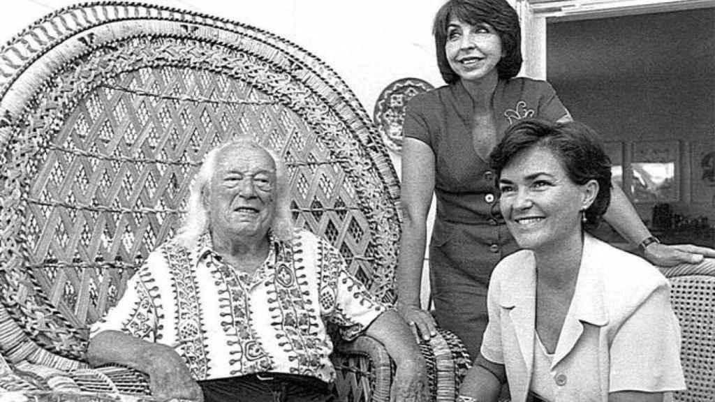 Carmen Calvo, en su etapa de consejera andaluz de Cultura (41 años), con Rafael Alberti y su mujer, María Asunción Mateo, en 1998.