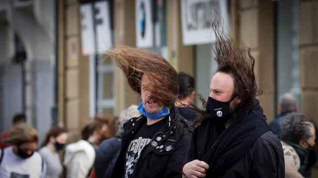 Marzo arranca con fuertes rachas de viento.  EFE/Javier Etxezarreta