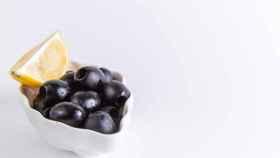 Cómo aliñar aceitunas negras en casa