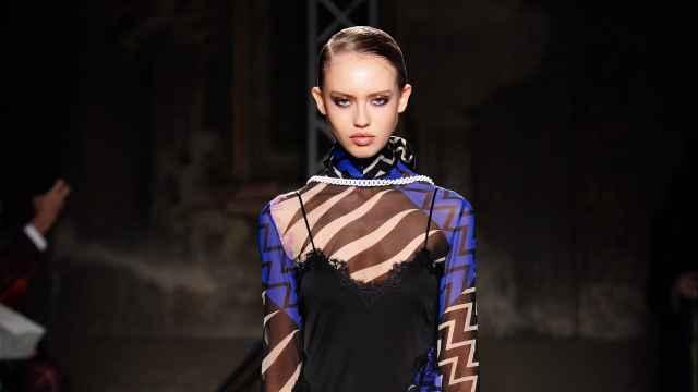 Diseño de la marca Emilio Pucci sobre la pasarela de la Semana de la Moda de Milán en 2020.