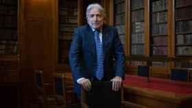 El presidente de Foment del Treball, Josep Sánchez Llibre, en la biblioteca de la sede de la patronal en Barcelona.