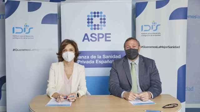 Marta Villanueva, directora general de la Fundación IDIS y Alfonso de la Lama-Noriega, secretario general de ASPE.