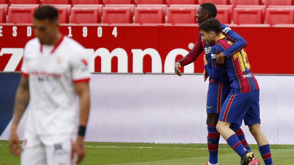 Dembélé y Pedri celebran el gol