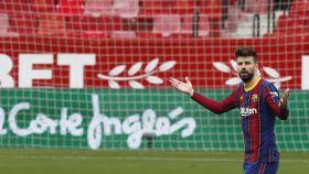 Piqué durante el partido de liga contra el Sevilla