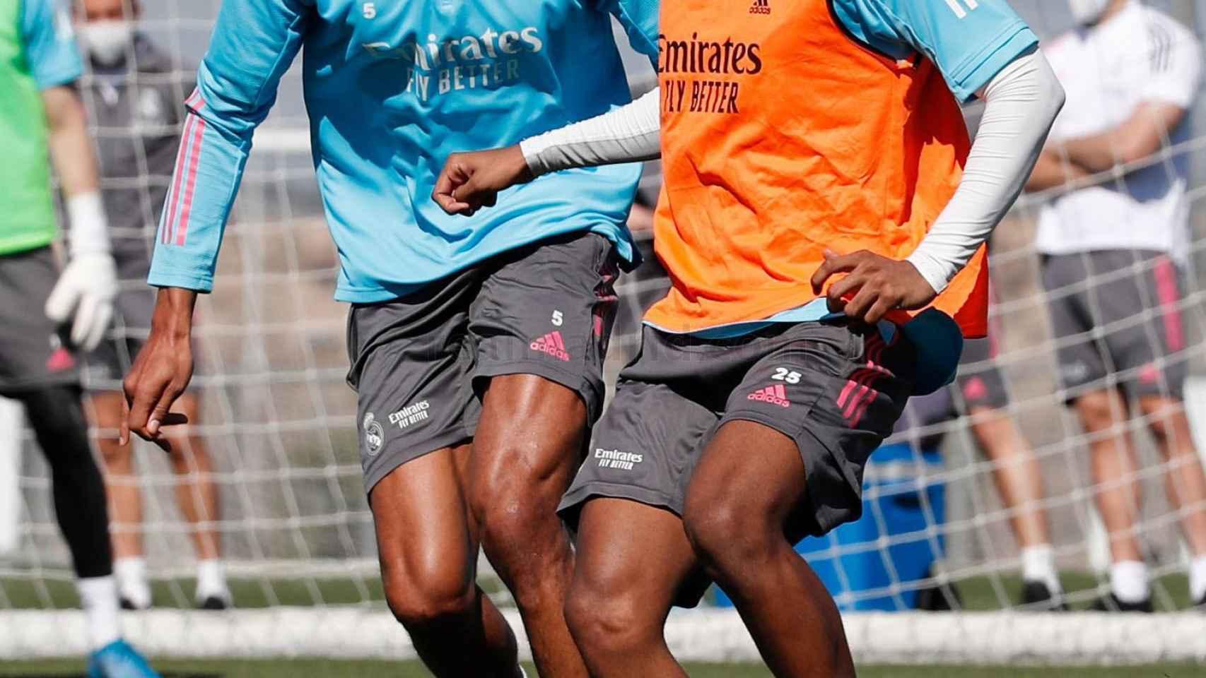 Varane y Rodrygo, en el entrenamiento del Real Madrid