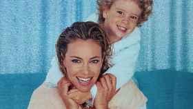Ana Obregón junto a su hijo, Álex, de pequeño, en una imagen compartida en redes.