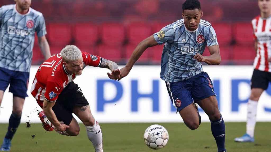 Imagen del partido entre el PSV y el Ajax