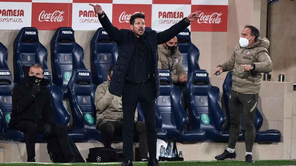El 'Cholo' Simeone, en la banda del Estadio de La Cerámica