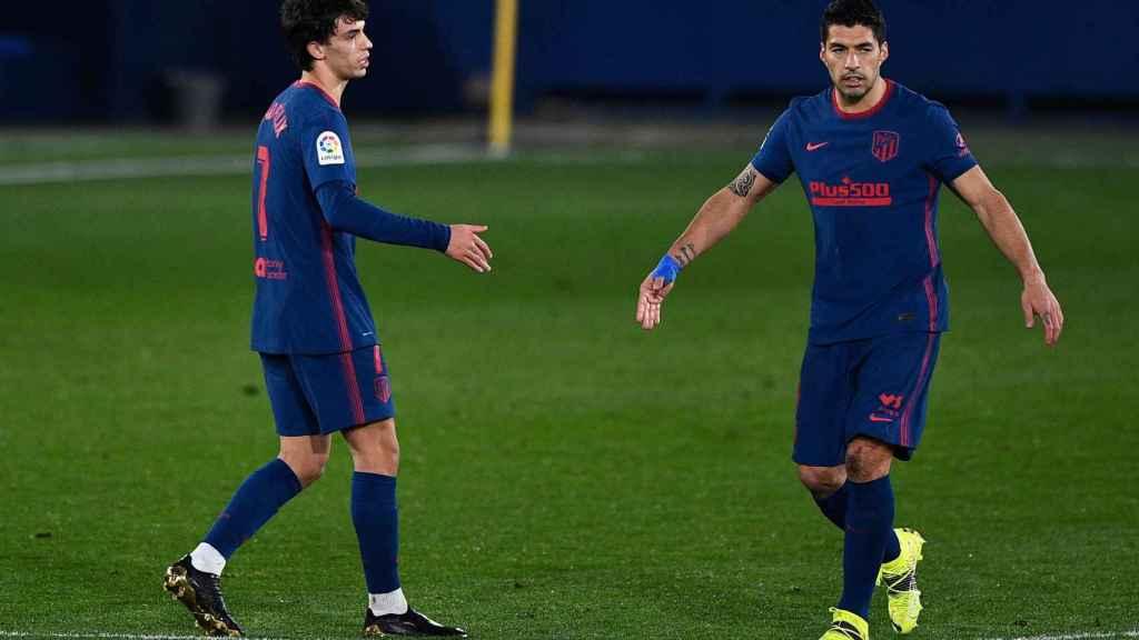 Joao Félix y Luis Suárez, tras el gol del portugués