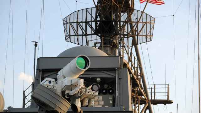 Arma láser instalada en un barco de la Armada de Estados Unidos