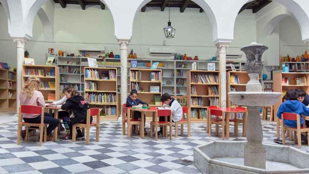 Colegio Internacional de Sevilla San Francisco de Paula, dirigido por Luis Rey.