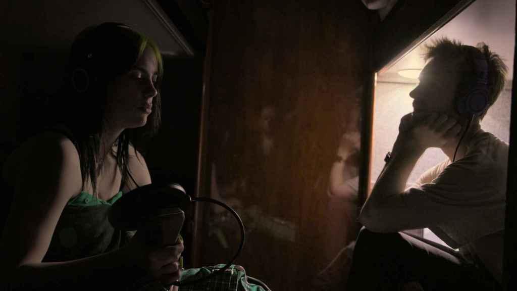 Billie Eilish grabando su icónico primer disco.