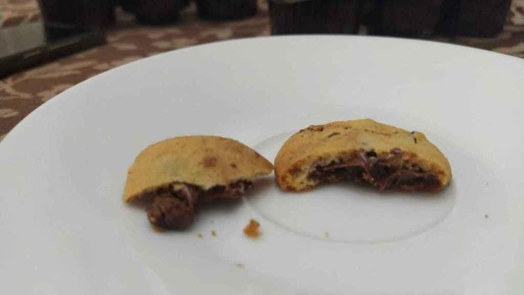 Las 'cookies' de Nocilla tradicional, a nuestro juicio, tienen más cantidad de crema que las de Nocilla blanca.