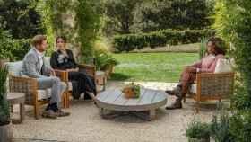 Harry y Meghan Markle durante su entrevista con Oprah Winfrey.