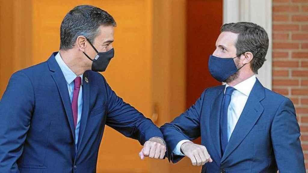 Sánchez y Casado, durante una de sus reuniones en La Moncloa.