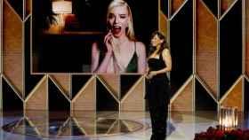 Anya Taylor-Joy se lleva su primer Globo de Oro.