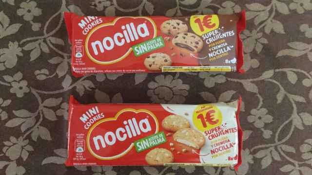 Los dos paquetes de las nuevas galletas de Nocilla. Arriba, rellenas de la crema de avellanas tradicional y, abajo, de la blanca.