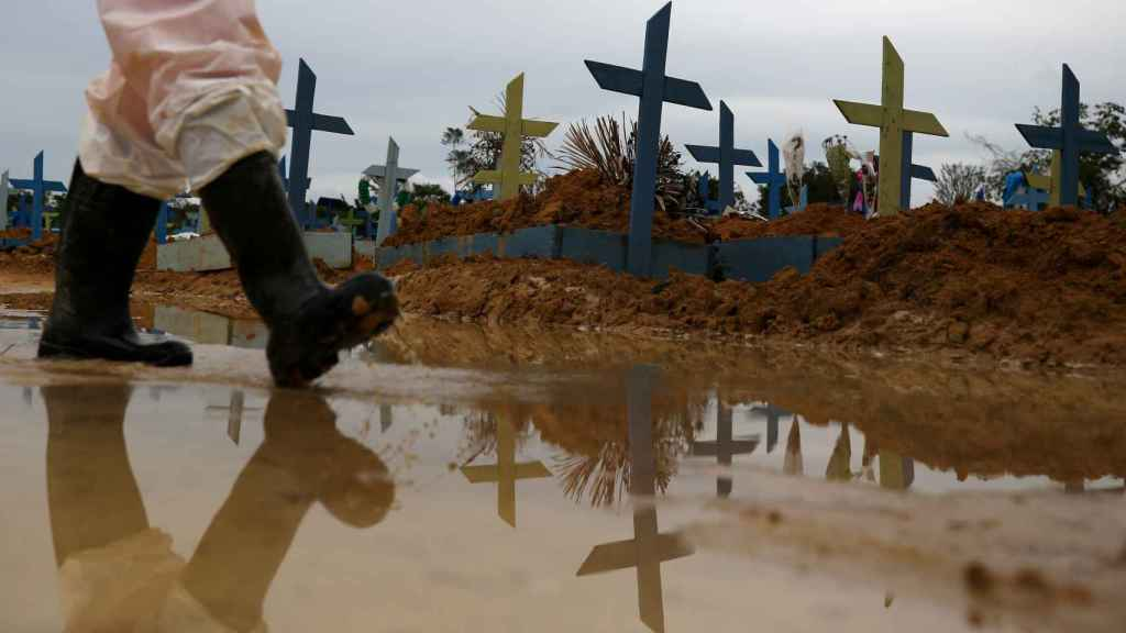 Tumbas de víctimas de la Covid-19 en Brasil.