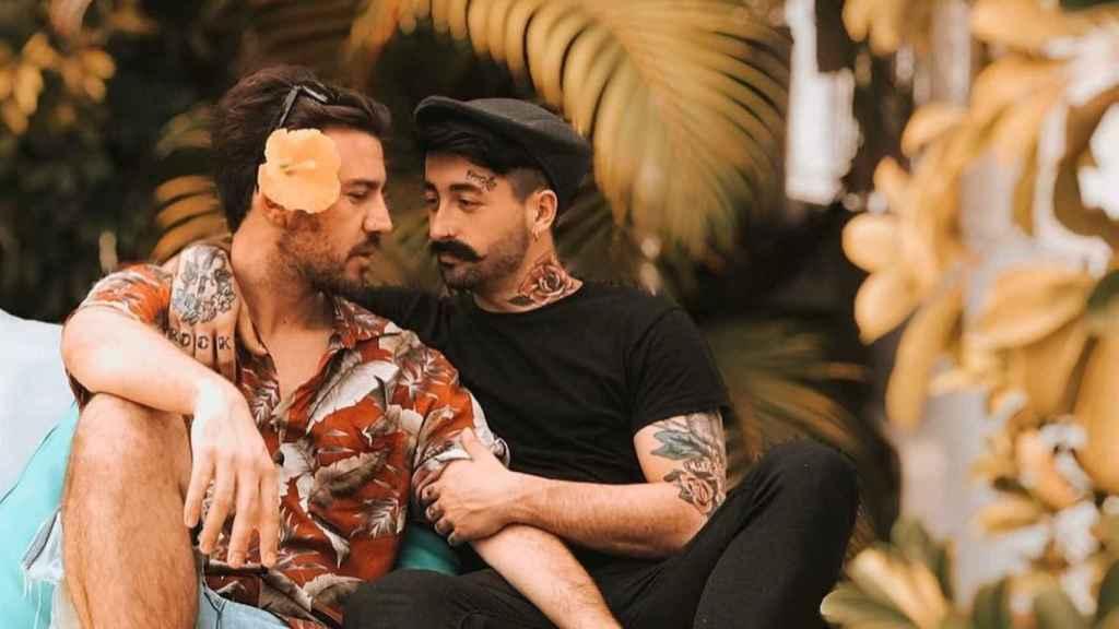 Aritz junto a su actual pareja, Javi, en una imagen de Instagram.
