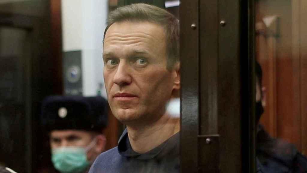 Alexéi Navalni durante la audiencia en la que fue condenado a tres años y medio de prisión.
