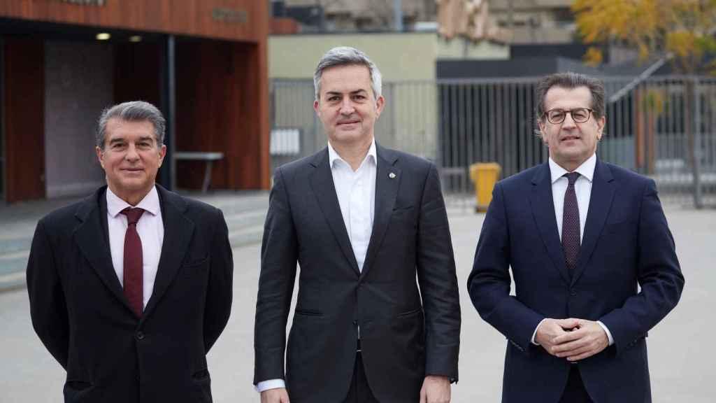 Joan Laporta, Víctor Font y Toni Freixa, antes del debate electoral