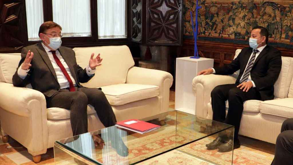 Ximo Puig, durante la reunión de este martes con Anil Murthy. EE