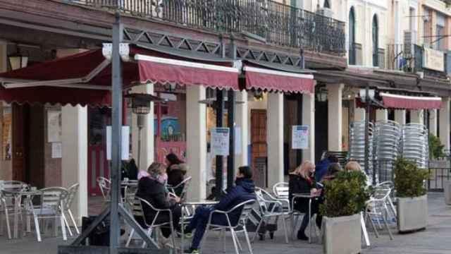 Castilla-La Mancha amplia el toque de queda en dos horas.
