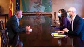 Joan Baldoví, junto a la ministra de Hacienda, María Jesús Montero, y el secretario de Estado Nacho Álvarez. EP
