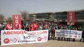 Trabajadores de Abengoa se concentran en su sede de Palmas Altas.