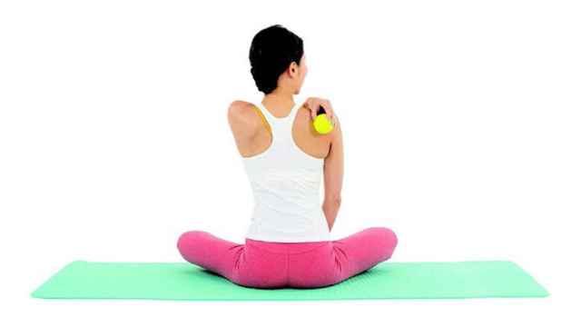 Uno de los ejercicios del método Kaouru con la pelota de tenis.