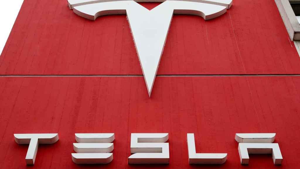 Imagen del emblema de Tesla.