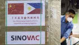 Una caja de la vacuna de Sinovac.
