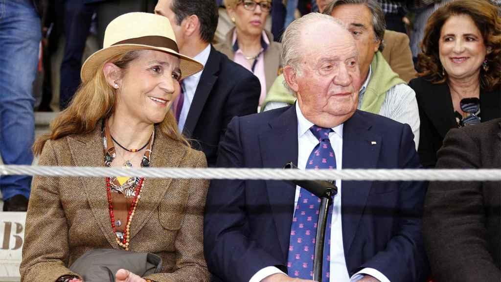 La infanta Elena y el rey Juan Carlos en una foto de archivo.