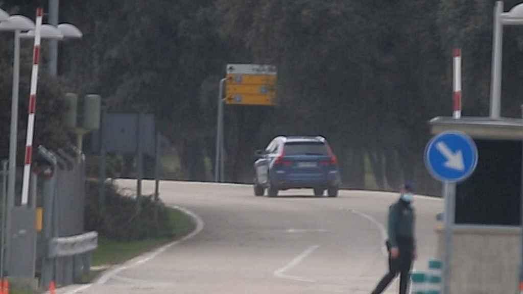El coche de la infanta Elena llegando a Zarzuela.