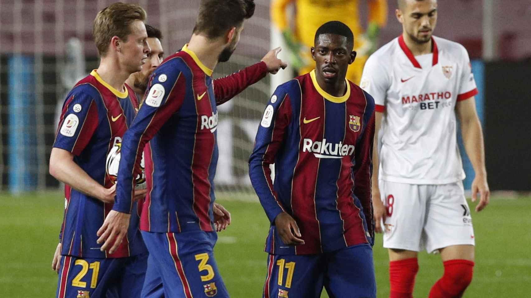 Gerard Piqué felicita a Ousmane Dembélé por su gol