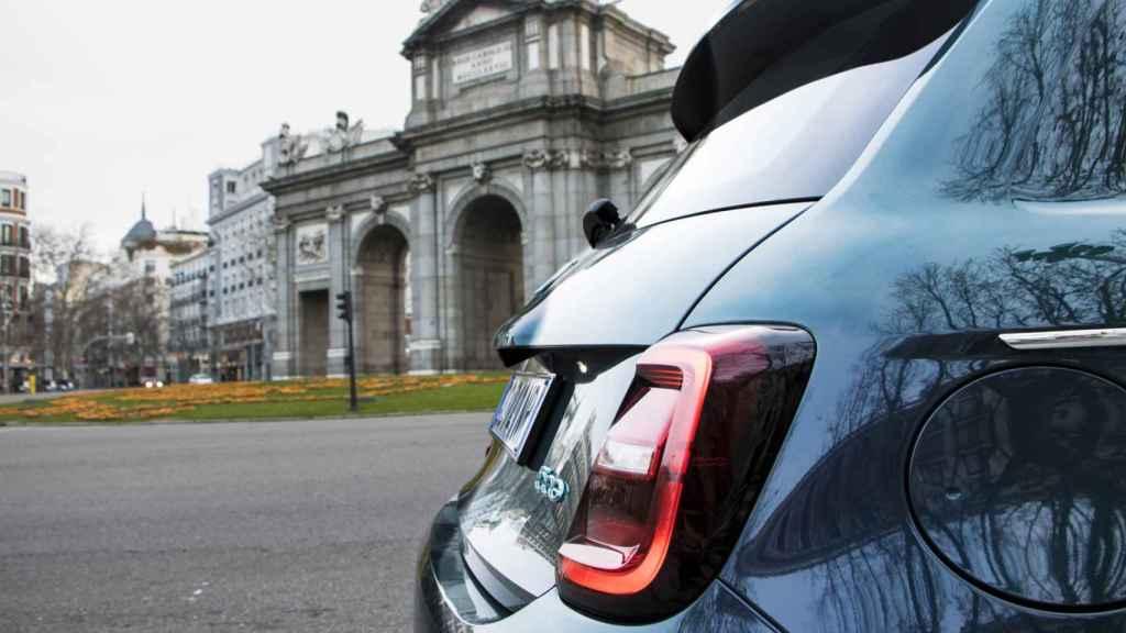 Con su batería de 42 kWh permite una autonomía de 320 kilómetros según la normativa WLTP.