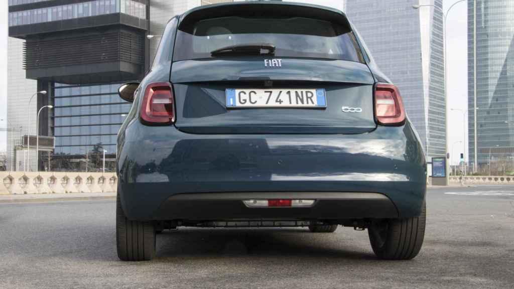 Este nuevo Fiat 500 estrena plataforma, lo que le dota de una mayor amplitud interior.