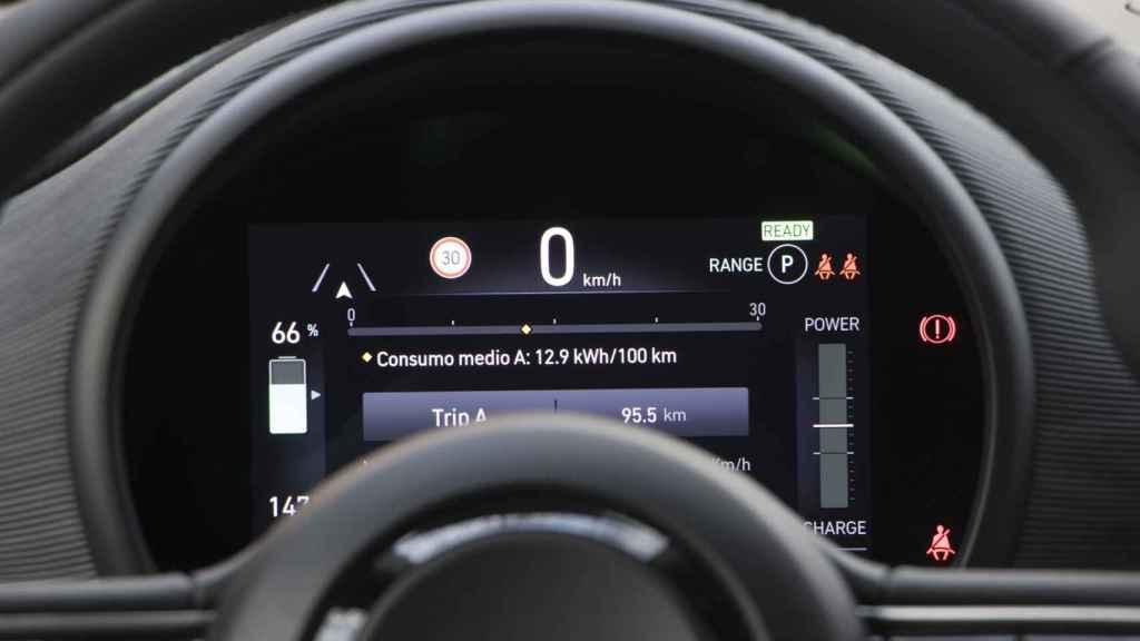 El interior del Fiat 500 destaca por su tecnología.