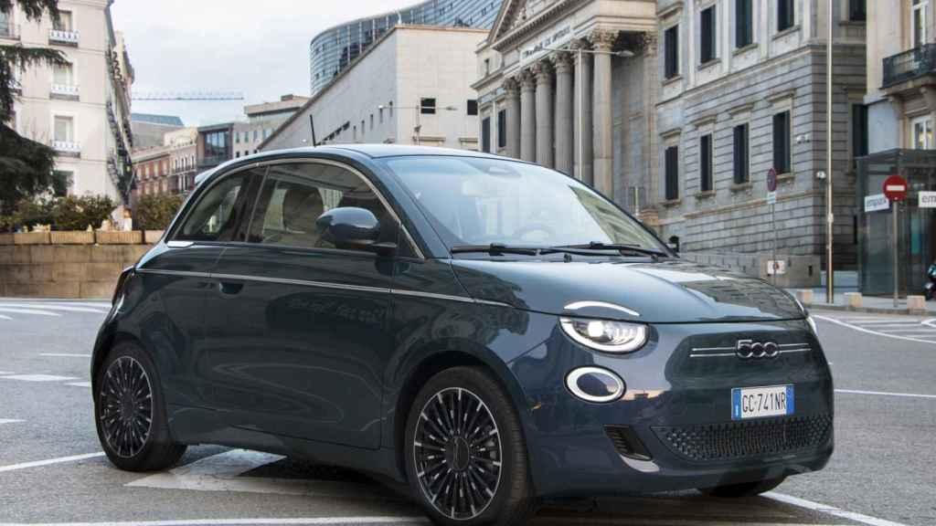 El Fiat 500 es el coche ideal para circular por la ciudad.