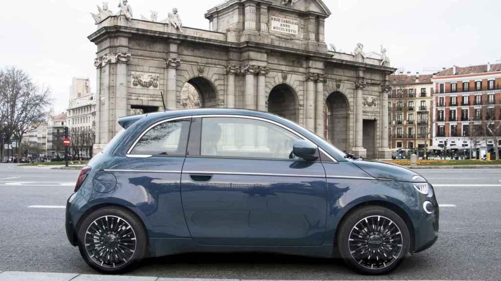 Al ser un coche de cero emisiones con él nos podemos desplazar por el centro de las ciudades.