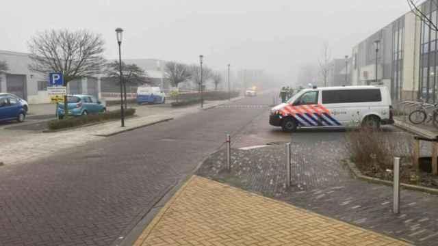 La zona en la que ha ocurrido la explosión, acordonada por la policía.