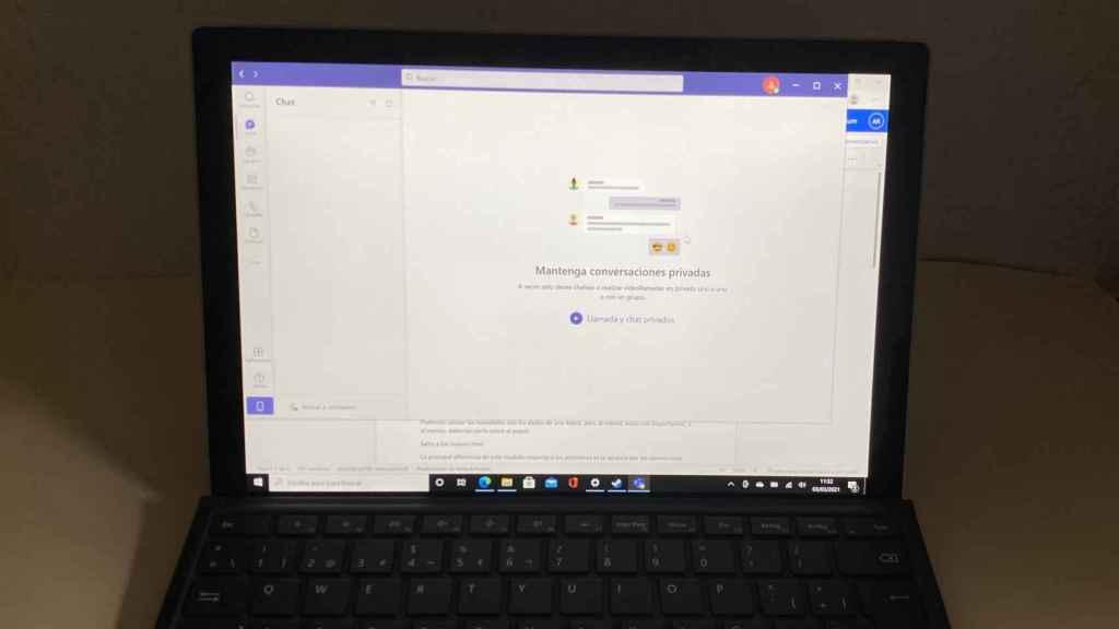 La pantalla de la Surface Pro 7+ es buena, pero tiene bordes demasiado gruesos