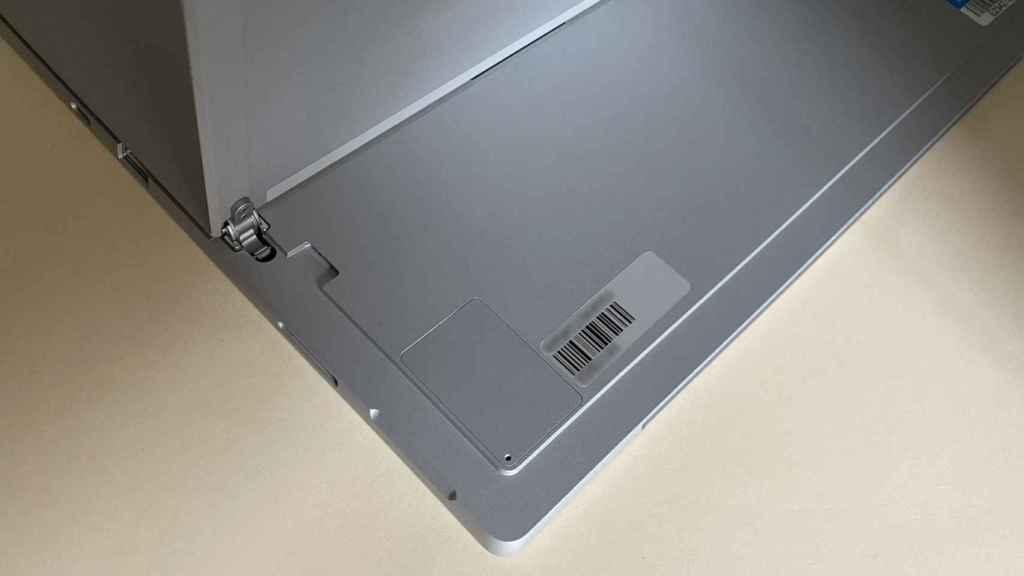 La ranura de acceso al SSD del Surface Pro 7+