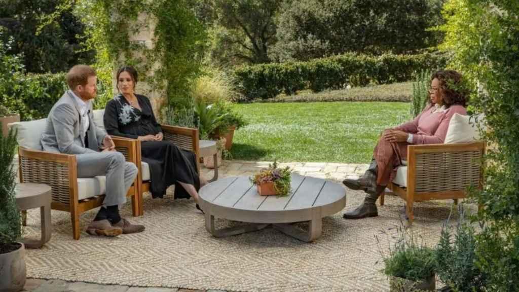 Meghan y Harry, durante su entrevista con Oprah Winfrey.
