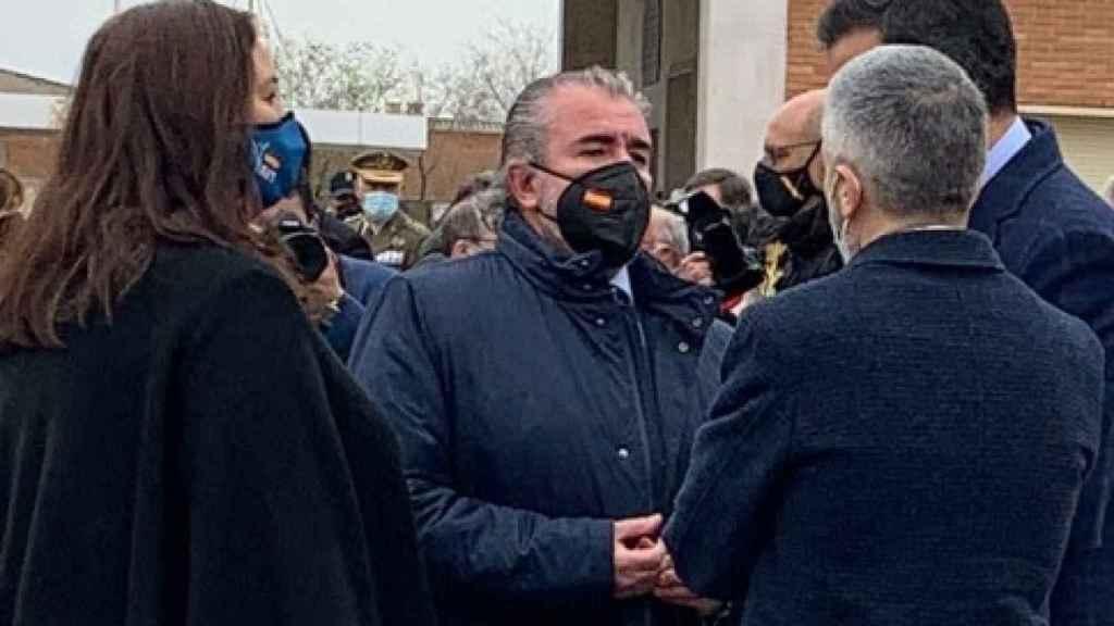 Araluce y Folguera, de la AVT, junto al presidente del Gobierno y el ministro del Interior.