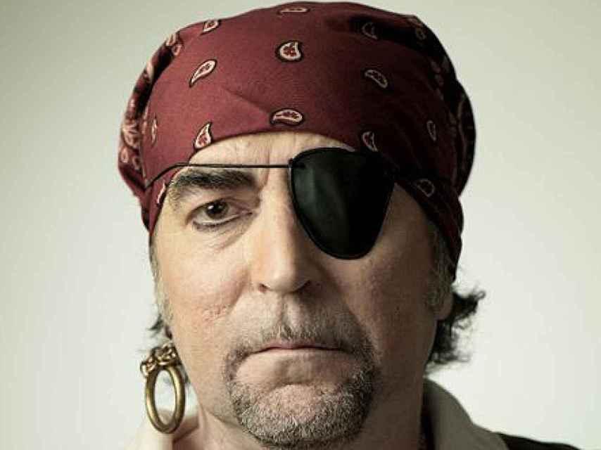Sabina con su parche en el ojo emulando al Pirata cojo en la Rolling Stone.