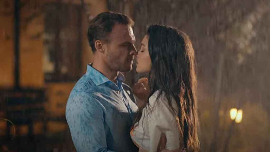 'Love is in the air', pese a ser una ficción romántica, carece de escenas sexuales.