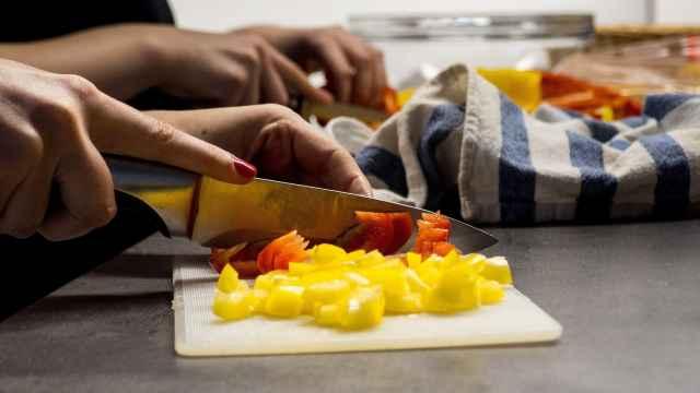Del pollo al huevo: el peligro desconocido que esconden tres alimentos básicos de tu cocina