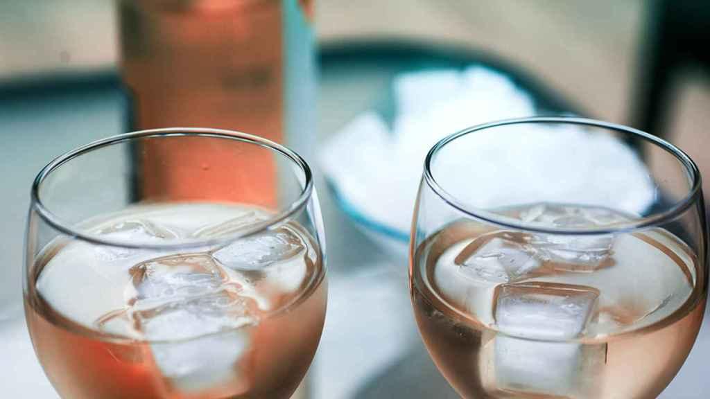 Prueba a ponerle un hielo al rosado.