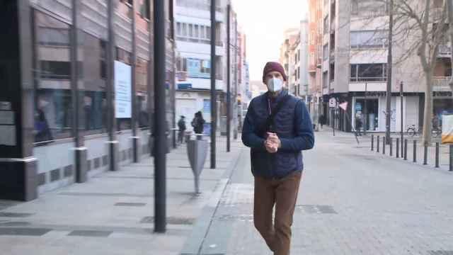 Iñaki Urdangarin empieza sobre ruedas su nuevo trabajo en Vitoria